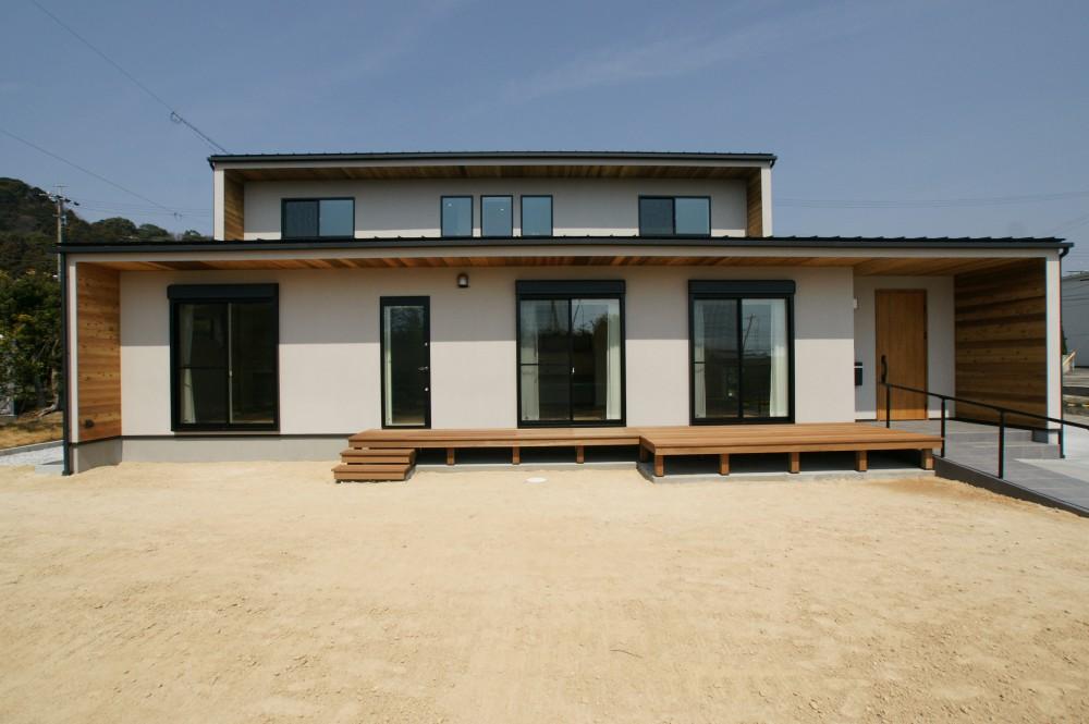 木板貼りの軒