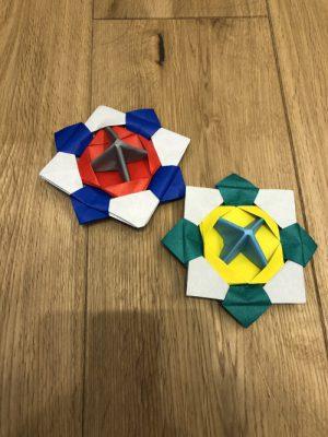 折り紙でコマを作りました!